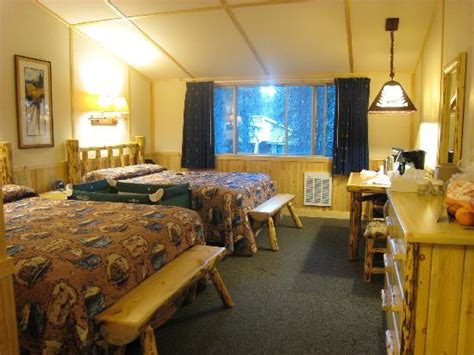 Lake Lodge Western Cabin by The Western Cabin Room With 2q Picture Of Lake Lodge