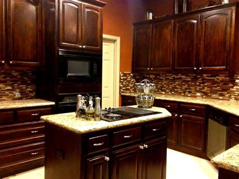 Kitchen Backsplash Ideas With New Venetian Gold Granite New Venetian Gold Granite With Bogata Backsplash Kitchen
