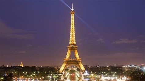 illumina energia human energy la torre eiffel si illumina di energia umana