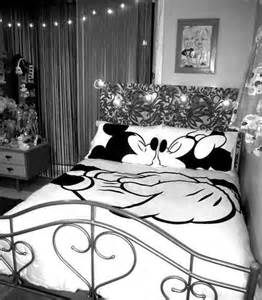 Mickey And Minnie Bed Set Disney Mickey Amp Minnie Kissing Bedding Set Double