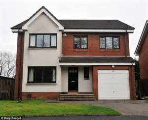 four bedroom houses rent benefits couple lived in luxury homes before allegedly