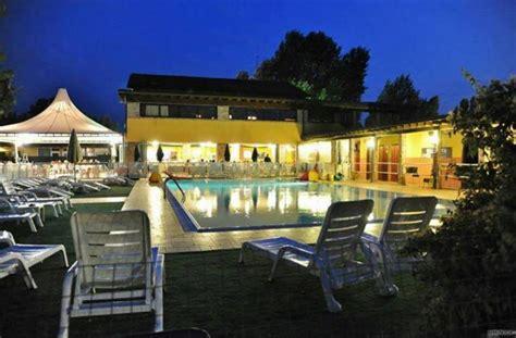 agriturismo fiori in villa modena la piscina della locanda la locanda tortellino foto 1