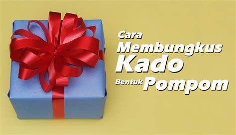 tutorial membungkus kado dari kertas kado cara membungkus kado pompom