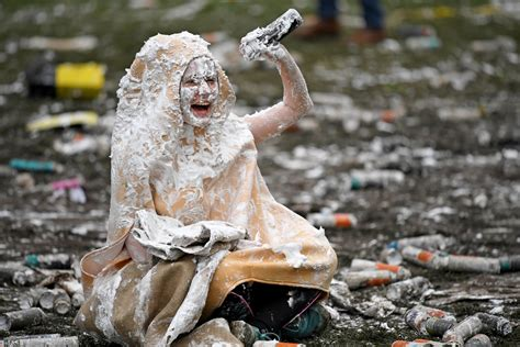 st andrews students kickstart freshers week with giant foam fight raisin monday photos st andrew s university first year