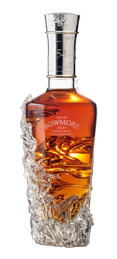 bowmore oldest whisky from 1957 sold for 160 000 extravaganzi