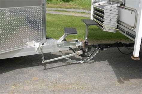 Improper Boat Hitching And Distracted by Choosing The Best Weight Distribution Hitch With Reviews