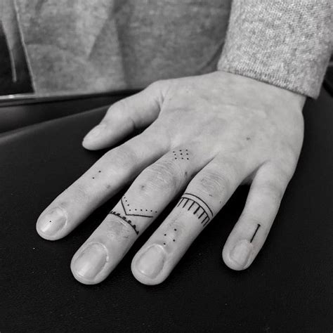 tattoo on pam oliver finger 25 best ideas about dezente tattoos on pinterest home