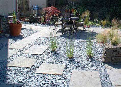 No Edges Slate Chippings And Paving Slabs Pinteres Slate Landscaping