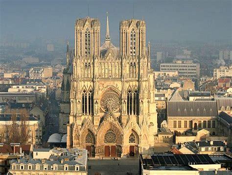 reims la cath 233 drale un des deux portails de la fa 231 ade fjm holding r 233 sidence city 2 la r 233 sidence city 2