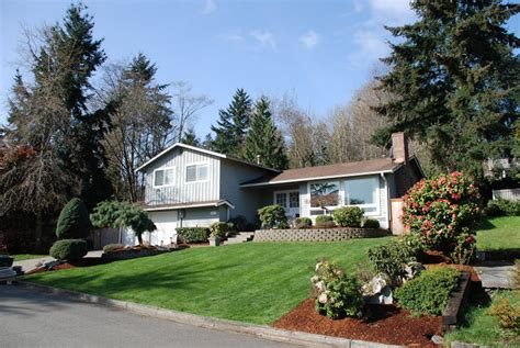 updated 3 bedroom 1 75 bath south everett home for sale youtube updated tri level 3 br 1 75 bath home on a large private