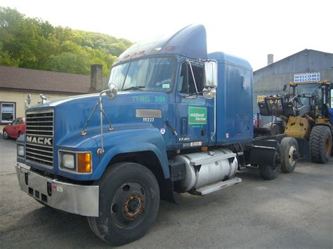 Mack Truck Sleeper by 1999 Mack Ch613 Tandem Axle Sleeper Cab Tractor For Sale By Arthur Trovei Sons Used Truck Dealer