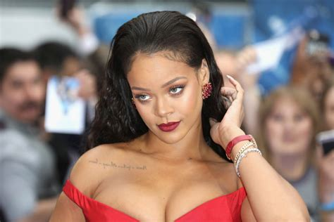Mix Of Neutral Style Couture In The City Fashion Couture In The City by Rihanna Sets A Style Bomb At The Quot Valerian And The