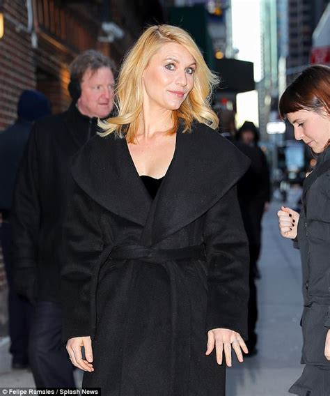 sidelong glance meaning claire danes is new york chic in black arriving at colbert