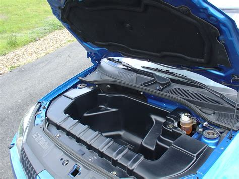 renault clio v6 engine bay renault clio v6 2001 2005 photos parkers