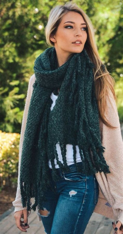 how to wear a knitted shawl best 25 chunky knit blankets ideas on chunky