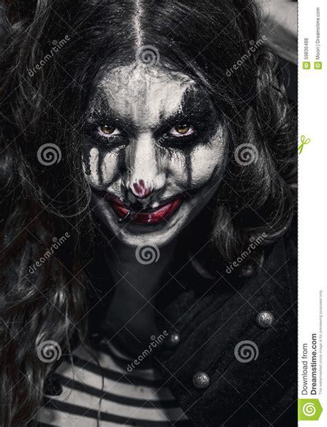 mauvaises filles portraits 2358870846 fille mauvaise effrayante de clown photo stock image du rant tordu 59836488