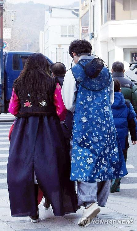 Hanbok Korea Trendy hanbok becoming fashion trend