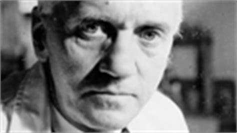 alexander fleming invention of penicillin biography com alexander fleming biologist scientist biography com