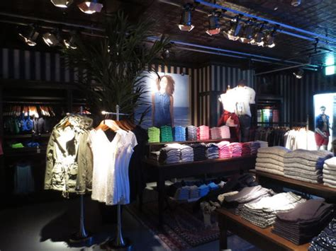Shop In Shop Interior by First Hollister Store In Japan Tenkai Japan Cool Japan