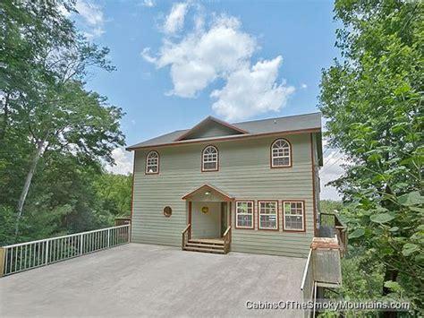 6 bedroom cabins in gatlinburg quot smokies tower quot 6 bedroom cabin in gatlinburg 6 bedroom cabins in gatlinburg pinterest