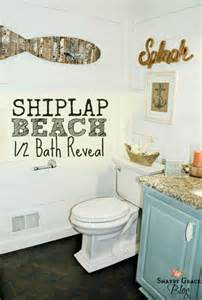 Shabby grace turned a small bathroom into a charming space with white