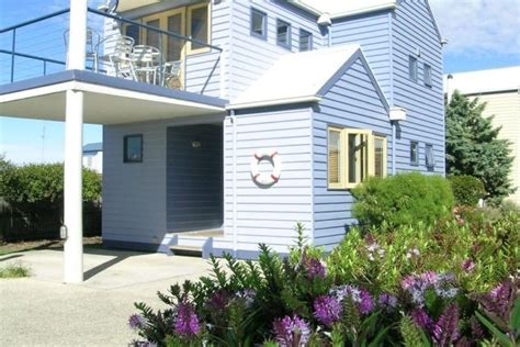rayville boat houses rayville boat houses apollo bay overnight and holiday accommodation inbetween two large