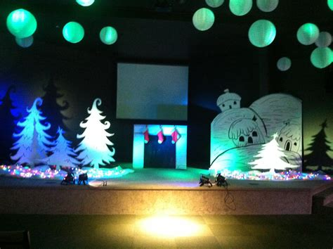Stage Christmas Decorations The Christmas Trees Are Simple Yet Very Pretty Stage