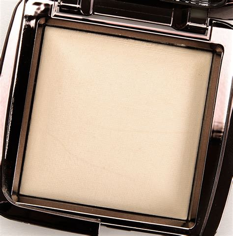 ambient lighting powder review hourglass diffused light ambient lighting powder review