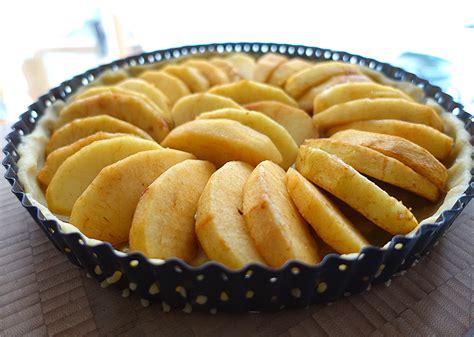 apfelkuchen mit creme fraiche 4021 apfelkuchen normandie mit calvados 228 pfeln und cr 232 me fra 238 che