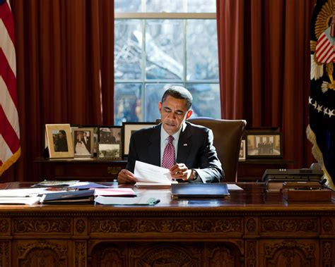obama resolute desk president barack obama at resolute desk in the oval office 8x10 photo nn 178