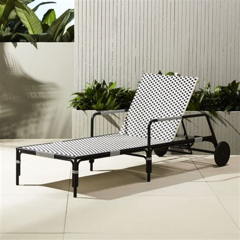Black And White Chaise Lounge Chair by 25 Best Ideas About Chaise Lounge Chairs On
