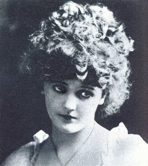 typical womans hairstyle from 1918 1918 hairstyle black and white impressions pinterest