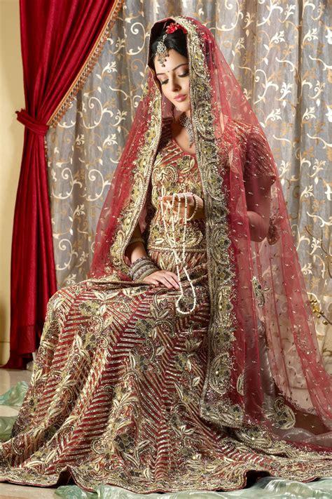 Bollywood Saree Draping Styles Bridal Lehenga Choli Collection 2011 Designer Indian