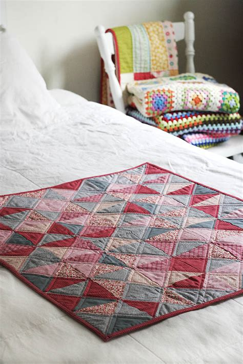 Quarter Square Triangle Quilt by Quarter Square Triangle Quilt S Kitchen