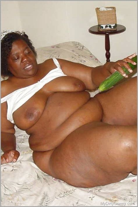 Fat Black House Cleaner Masturbate Her Pussy With Zucchini For A Boss Pleasure Mydirtygranny