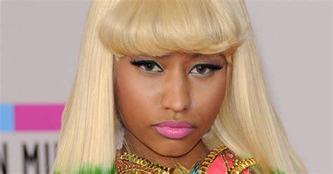une coiffure tendance cest un dip dye felin orange et noir selon nicki minaj ose le dip dye vert puretrend