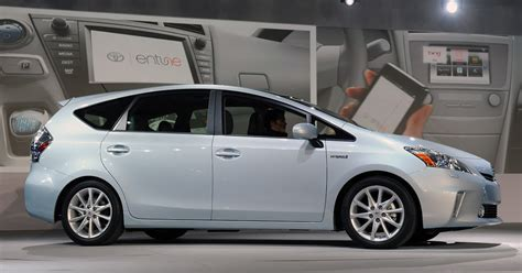 electric and cars manual 2011 toyota prius auto manual toyota reveals prius family detroit auto show video electric vehicle news