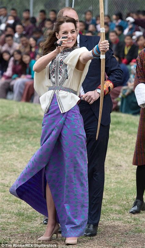 duchess of cambridge kate middleton and prince william try archery in bhutan during india trip daily mail
