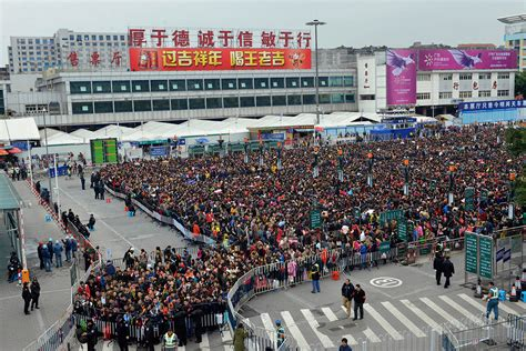 new year vacation in china millions travel for china s lunar new year festival