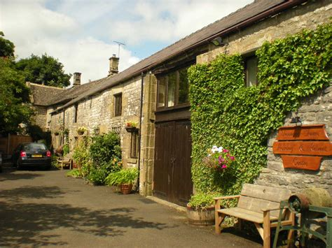 large cottages for family breaks in the peak district