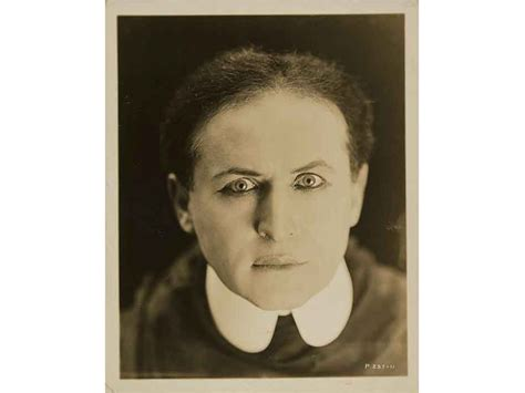 Harry Houdini Also Search For Escape Artist Harry Houdini Was An Ingenious Inventor He Just Didn T Want Anybody To