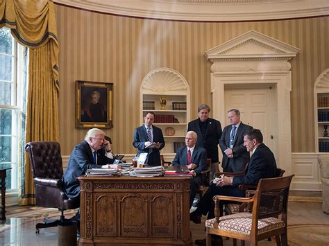 trump oval office rug trump adds touch of new york glitz to the white house