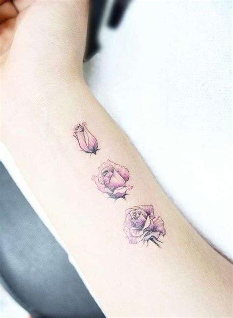fiori sul braccio tatuaggi femminili sul braccio cosa e come farlo foto