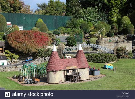 bekonscot model village and railway beaconsfield