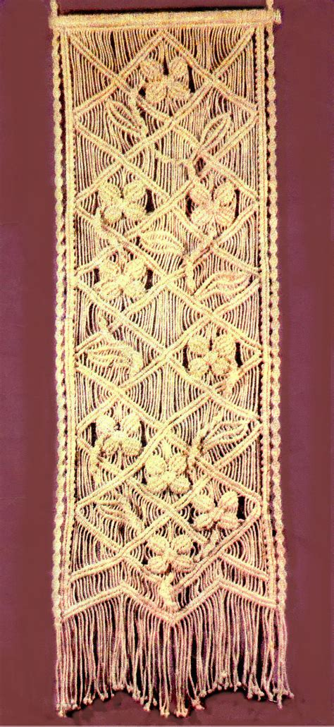 Wall Hanging Tutorial - macrame wall hanging