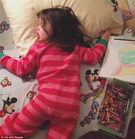 One Year Restless Sleeper by Cos Ha Escogitato Questa Mamma Per Far Addormentare La Figlia