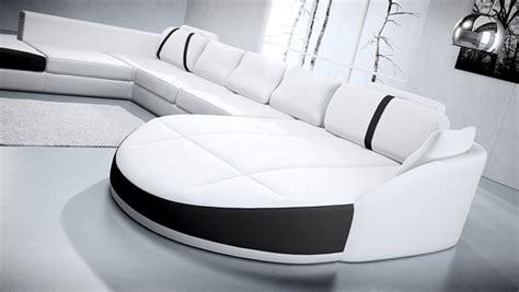 deco in canape 2 angles en cuir blanc et noir