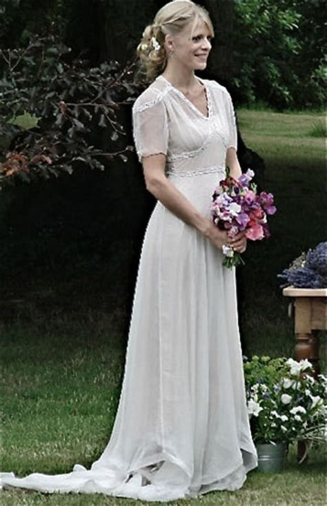 Vintage Wedding Dresses 1940 S by Features Of 1940s Vintage Wedding Dresses