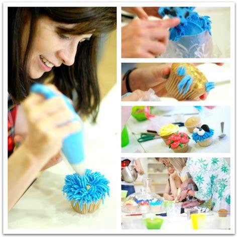 decoracion facil para cupcakes c 243 mo decorar cupcakes paso a paso