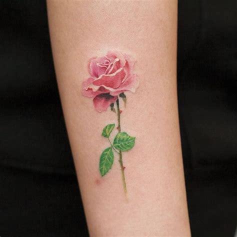 tatuaggi fiori bianchi oltre 25 fantastiche idee su fiore rosa tatuaggi su